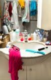 Banheiro desarrumado imagem de stock