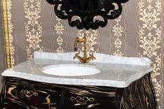 Dissipador luxuoso cerâmico do banho Fotos de Stock