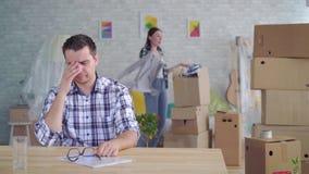 Dissolution de couples de femme et d'homme ou divorce, bo?tes pour d?placer l'emballage pour le mouvement clips vidéos