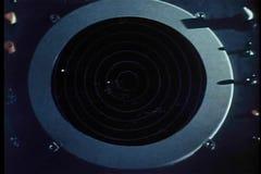 Dissolva do radar do tráfico aéreo ao plano militar vídeos de arquivo