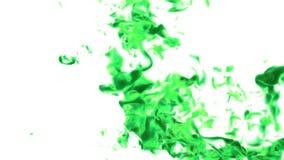 Dissolva a tintura ou tinta verde na água ou as emanações no ar para efeitos e compositing com máscara alfa Use-o para o fundo ilustração royalty free