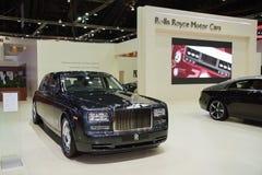 A distância entre o eixo dianteiro e traseiro padrão de Rolls royce Ghost o cavalo majestoso Imagens de Stock Royalty Free