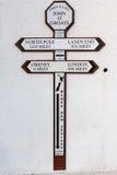 Distancez le signe aux gruaux de John O en Ecosse Image stock