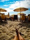 Distenda alla spiaggia immagine stock