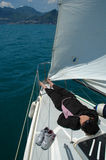 Distenda sulla barca a vela Fotografia Stock Libera da Diritti