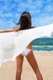 Distendendosi alla spiaggia fotografia stock