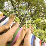 Distendendosi nel hammock Fotografie Stock Libere da Diritti