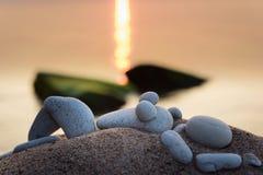 Distendendosi sulla spiaggia Fotografia Stock