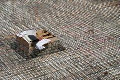 Distesa del tondo per cemento armato prima del versamento concreto Immagini Stock Libere da Diritti