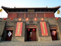 Distici di festival di primavera su una costruzione antica cinese Fotografie Stock Libere da Diritti