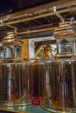 Distillateurs d'en cuivre de marque du ` s de fabricant photo stock