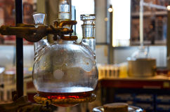 Distillatore per la produzione dell'acqua del profumo Immagine Stock