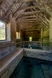 Distilleria abbandonata di casa del corvo della primavera vecchia - Kentucky fotografia stock libera da diritti