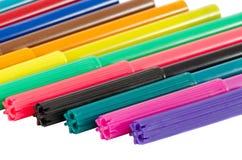 Distinkt pennor för färgfiltspets som isoleras på white royaltyfria foton