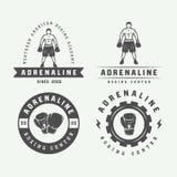 Distintivi ed etichette di logo di arti marziali e di pugilato nello stile d'annata illustrazione vettoriale