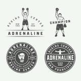 Distintivi ed etichette di logo di arti marziali e di pugilato nello stile d'annata illustrazione di stock