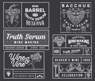 Distintivi ed icone del vino bianchi sul nero B stabilita Fotografie Stock