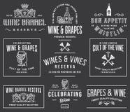 Distintivi ed icone del vino bianchi sul nero D stabilita Fotografie Stock