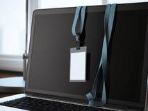 Distintivo in bianco sullo schermo del computer portatile rappresentazione 3d Immagine Stock Libera da Diritti