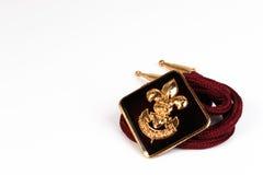 Distintivo d'annata dei boy scout su fondo bianco Fotografia Stock