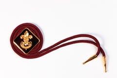 Distintivo d'annata dei boy scout su fondo bianco Immagine Stock