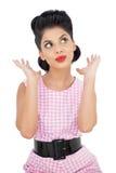 Distogliere lo sguardo di modello divertente dei capelli neri Immagine Stock Libera da Diritti