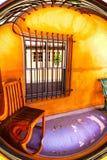Distorsión al sudoeste surrealista del pórtico con el piso púrpura Fotos de archivo libres de regalías