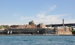 Distretto aziendale circolare di Quay con il terminale Immagine Stock