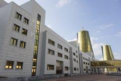 Distretto aziendale con le case moderne dei ministeri nel centro di Astana immagini stock