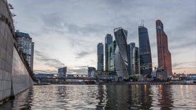 Distretto aziendale di Mosca sul tramonto archivi video