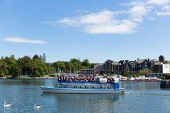 Distretto Cumbria Inghilterra Regno Unito del lago del battello da diporto in sole di estate Fotografia Stock Libera da Diritti