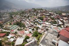 Distretto dei bassifondi di Caracas con le piccole case colorate di legno Fotografia Stock Libera da Diritti