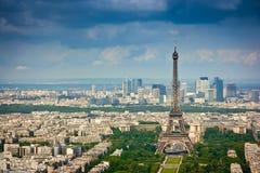 Distretto della difesa della La e della torre Eiffel Immagine Stock