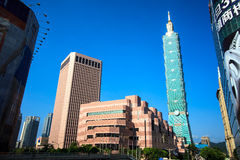 Distretto di Xinyi e grattacielo di Taipei 101 Fotografia Stock Libera da Diritti