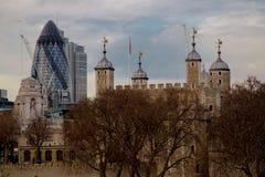 Distretto finanziario di Londra e del ponte della torre Immagini Stock