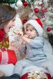 Distribución de las galletas de la Navidad Imagen de archivo libre de regalías