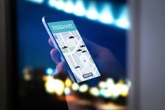Distribución del paseo y aplicación móvil del carpool Taxi app de Rideshare fotos de archivo libres de regalías
