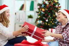 Distribución del regalo Imágenes de archivo libres de regalías