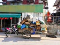 Distribuidor autorizado de desperdicios del triciclo Fotografía de archivo libre de regalías