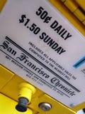 Distribuidor do jornal de San Francisco na rua fotografia de stock
