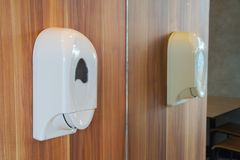 Distribuidor do sabão no toalete Fotografia de Stock