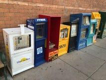 Distribuidores do jornal e do compartimento fotografia de stock
