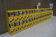 Distributeur automatique japonais de jouet de capsule Gachapon Images libres de droits
