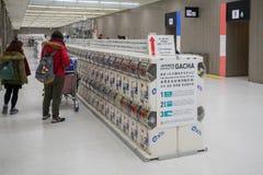 Distributeur automatique japonais de jouet de capsule Gachapon Photographie stock libre de droits