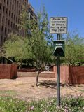 Distributeur dégradable de gant de collecte, Phoenix, AZ Photos libres de droits