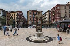 Distributeur de fontaine et d'eau sur la place de Miguel Unamuno, Bilbao Espagne photographie stock