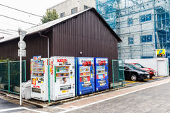 Distributeurs automatiques de boisson de rue à Tokyo Japon Photographie stock libre de droits