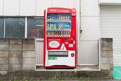 Distributeurs automatiques de diverses sociétés à Tokyo Photos libres de droits