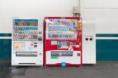 Distributeurs automatiques de diverses sociétés à Tokyo Images stock