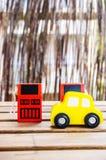 Distributeurs en bois de voiture et de carburant image libre de droits